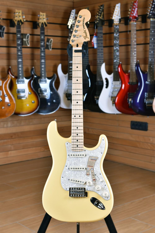 Fender Deluxe Roadhouse Stratocaster Maple Fingerboard